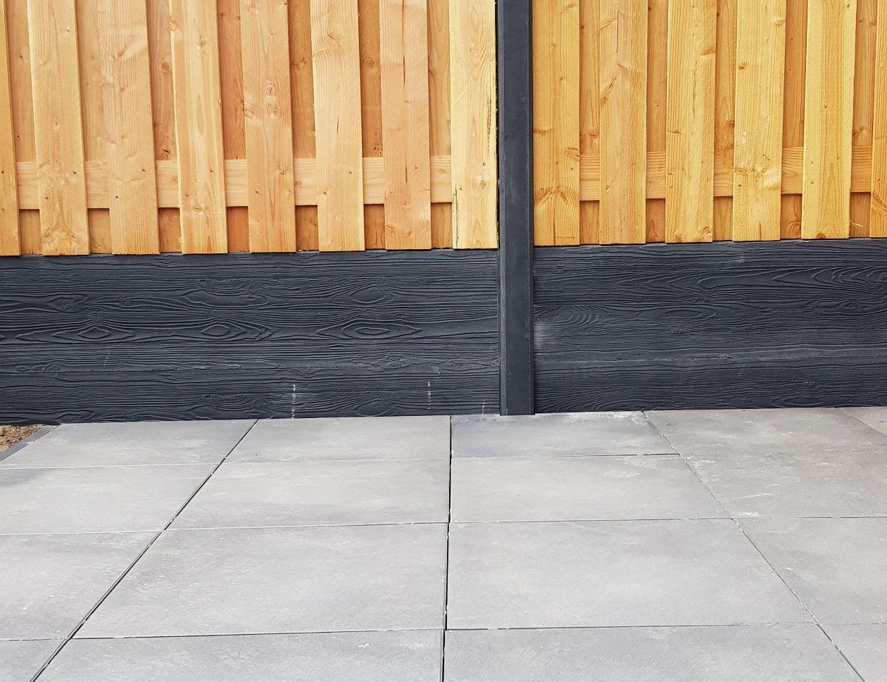 Schutting van beton en hout